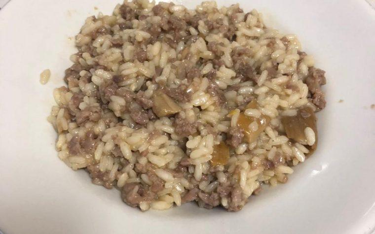 Funghetti passiti in risotto salcicciato
